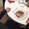 テーブル上で小さなシェフが料理を披露してくれるプロジェクションマッピング「Le Petit Chef」
