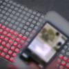 歩きスマホでの交通事故を防ぐ地面埋込み型信号「Smart Tactile Paving」