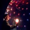 触れると光と音で反応するインタラクティブインスタレーション「Sonic Light Bubble」