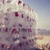暑いビーチに冷たい氷付けのコーラをプレゼント!コカコーラのクールなプロモーション