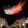 日本の地学的統計データから制作された空中に浮かぶ巨大アート「Net Sculpture Above London's Oxford Circus」