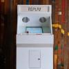 昔を懐かしむためのインテリア 実際に遊ぶことも出来るアーケードゲームマシン「REPLAY ARCADE CABINET」