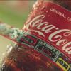 パッケージラベルがリストバンドにもなる コカ・コーラのキャンペーン「FESTIVAL BOTTLE」