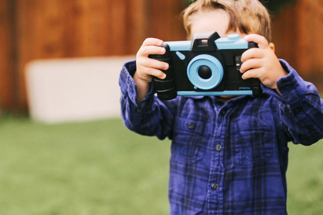 14_pixlplay-camera-lifestyle-ari_2yrs-2-640x427-c