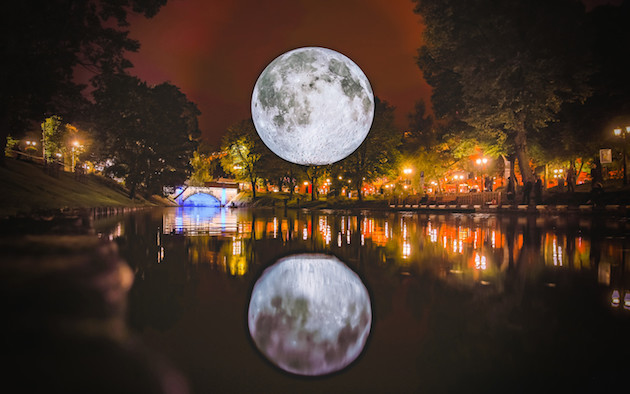moon-2-RobertSils-768x480@2x