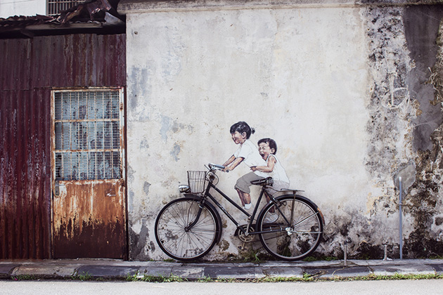 ernest-zacharevic-interview-street-art-designboom-01