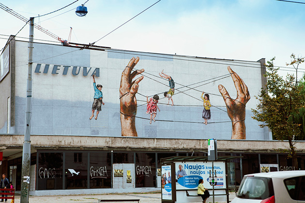 ernest-zacharevic-interview-street-art-designboom-04