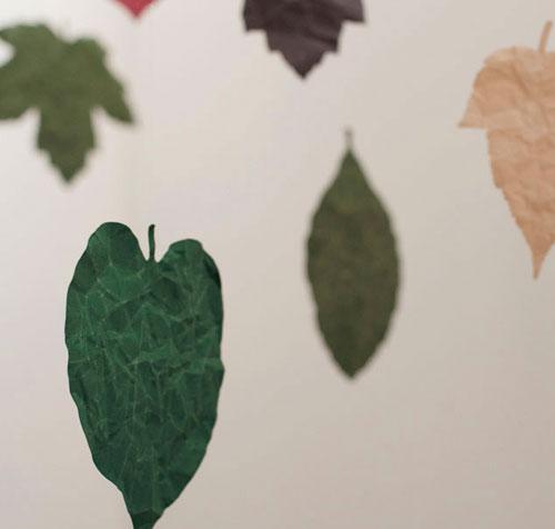 さまざまな用途に使用できる葉っぱ型カード「SIWA」